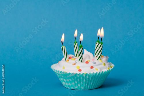 Poster Cupcake mit Kerzen und weißer Creme