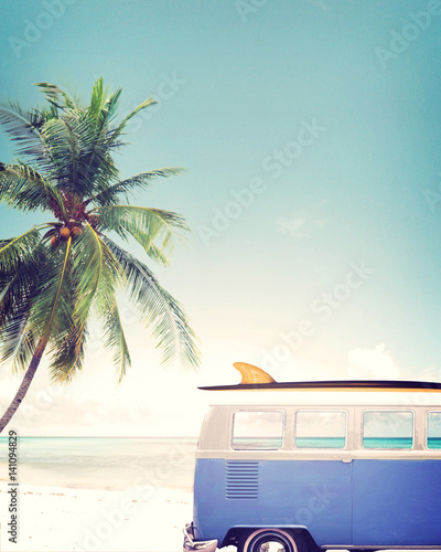 Vintage car parked on the tropical beach (seaside) with a surfboard on the roof - 141094829