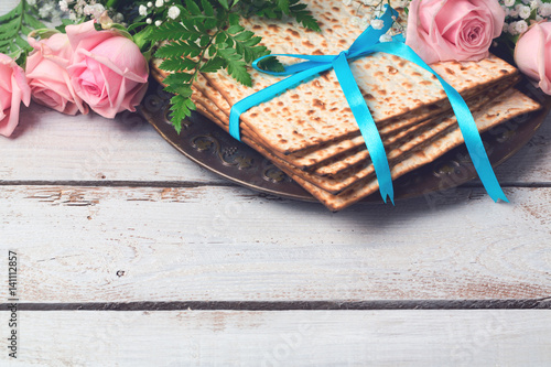 Plakát Jewish holiday Passover Pesah background with  matzoh and rose flowers