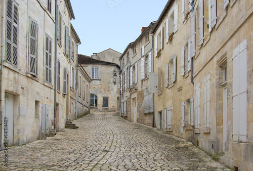 Ruelle pavée de Cognac, France