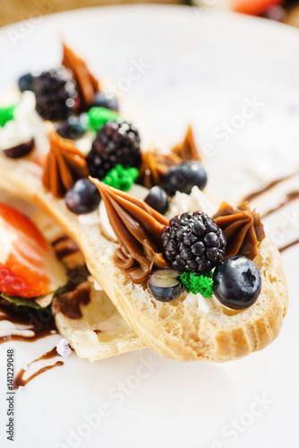 eclair with berry