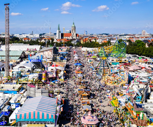 Keuken foto achterwand Amusementspark oktoberfest