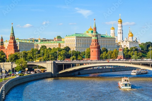 Papiers peints Moscou Moscow Kremlin with Moscow river, Russia