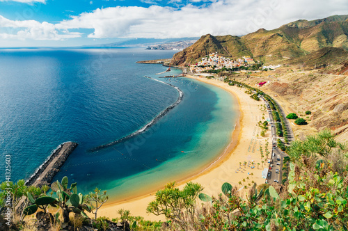 Poster Canarische Eilanden Picturesque view of Playa de las Teresitas beach, Tenerife
