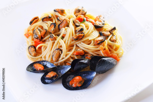 mussels and tomato spaghetti