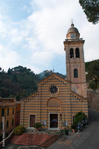 Portofino, 16/03/2017: vista della Chiesa di San Martino, costruita nel XII secolo nella zona più antica del borgo © Naeblys
