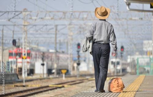 駅・フラットホーム・旅行