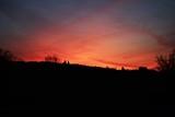 tramonto con sfumature rosse in Toscana
