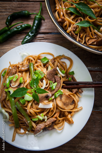 Thai beef noodles with green chili and onions © Ramon Grosso