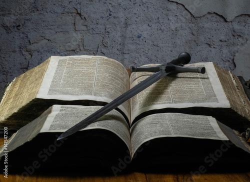Poster Schwert und Buch der Kreuzritter
