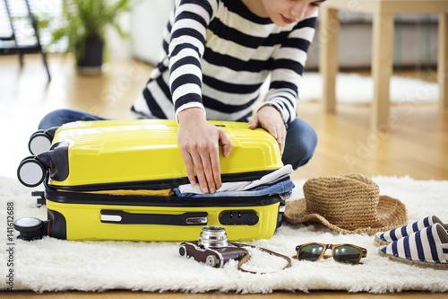 Billede Preparation travel suitcase at home