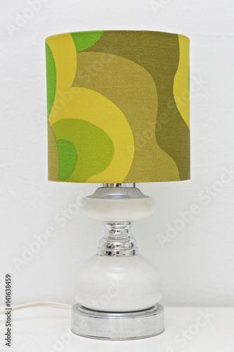 Poster lampe vintage avec abat-jour tissu à motifs années 60