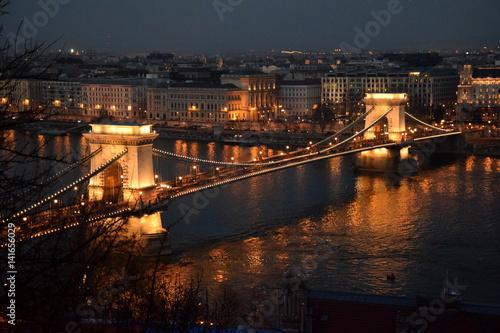 Poster notte a budapest luci capitale ponte illuminato di sera