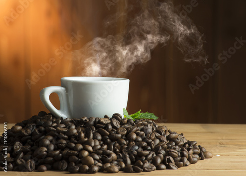 Fotobehang Koffiebonen cup of coffee on the wooden table