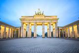 Brama Brandenburska w nocy w Berlinie, Niemcy