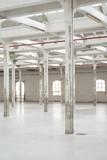 Colonne magazzino vuoto