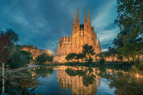 Foto op Aluminium Barcelona Barcelona, Catalonia, Spain: Basicila and Expiatory Church of the Holy Family, known as Sagrada Familia at sunset