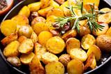 pan of roasted potatoes - 142095838