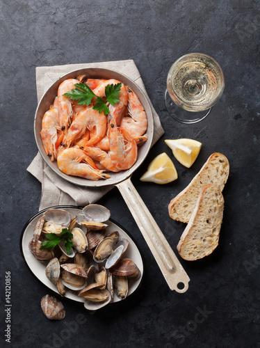 Fototapeta Fresh seafood and white wine