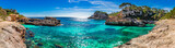 Wyspa dekoracje, seascape Hiszpania Majorka, zatoka plażowa Cala s'Almunia, piękne wybrzeże Morza Śródziemnego