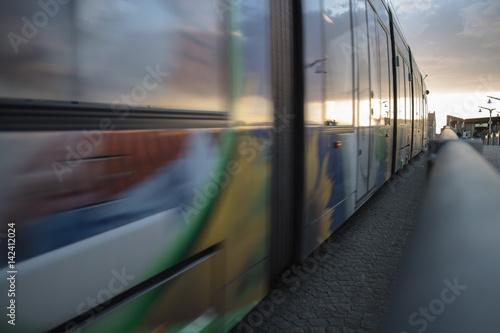 Vorbeifahrende Tram