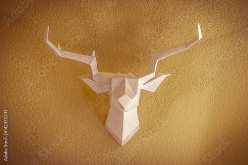 Plexiglas Hipster Hert Hirschtrophäe im Origami-Stil