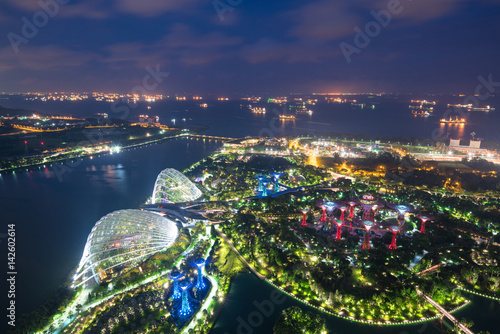 Plagát Aerial night view of Singapore Gardens near Marina Bay in Singapore in night