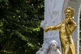 Österreich, Wien, Johann Strauß Denkmal - 142680409