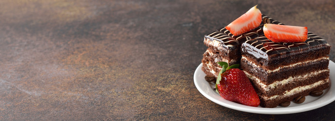 Chocolate cake with strawberries © olyina