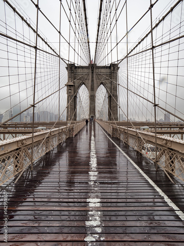 most-brooklin-w-deszczu