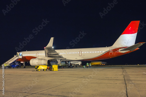 Ground handling of airliner in the night