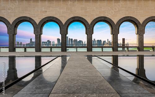 canvas print picture Die Skyline von Doha, Katar, bei Sonnenuntergang