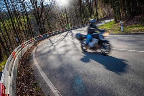 Poster Motorradfahrer auf ehemalige Bergrennstrecke, Landstraße nach Zotzenbach