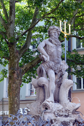 Fotobehang Fontaine Der Goblmoo