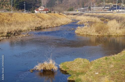 Poster 川と枯れ草