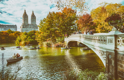 Poster NEW YORK CITY - OCTOBER 2015: Tourists in Central Park enjoy foliage season