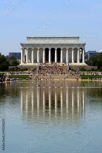 Plakat The Lincoln memorial reflected in pool