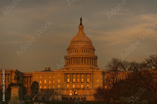The US Capitol at sunset Canvas Print