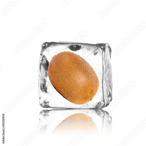 Frische Kiwi im Eiswürfel - 143281434
