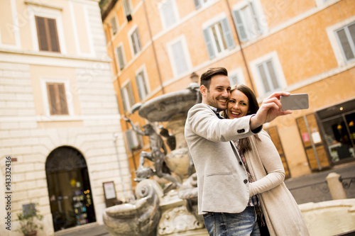 Poster Couple taking selfie in Rome, Italy