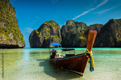 Ship tourists Landing on the island of Phi Phi. Maya Bay, Thailand during the summer. © torwaiphoto
