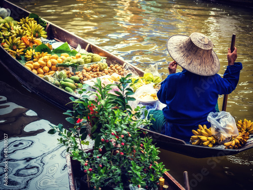 Damnoen Saduak floating market in Ratchaburi near Bangkok Poster