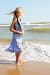 Quadro Happy child stands on the shore of the ocean