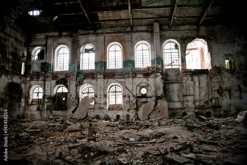 Foto op Plexiglas Oude verlaten gebouwen Inside abandoned sugar factory of red brick