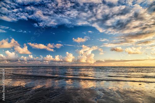 Papiers peints La Mer du Nord Drama Sky