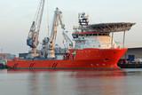 oranges Versorgungsschiff in Rotterdam