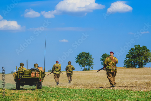 Poster Soldiers in a field, back view
