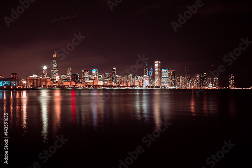 Poster Chicago Chicago skyline at night. View on Michigan lake and downtown Chicago. Illinois. USA