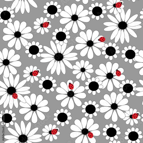 kwiatowy-wzor-z-stokrotki-i-biedronki