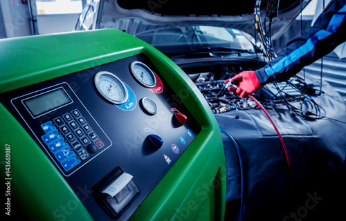 Servicing car air conditioner. Service station. - 143669887